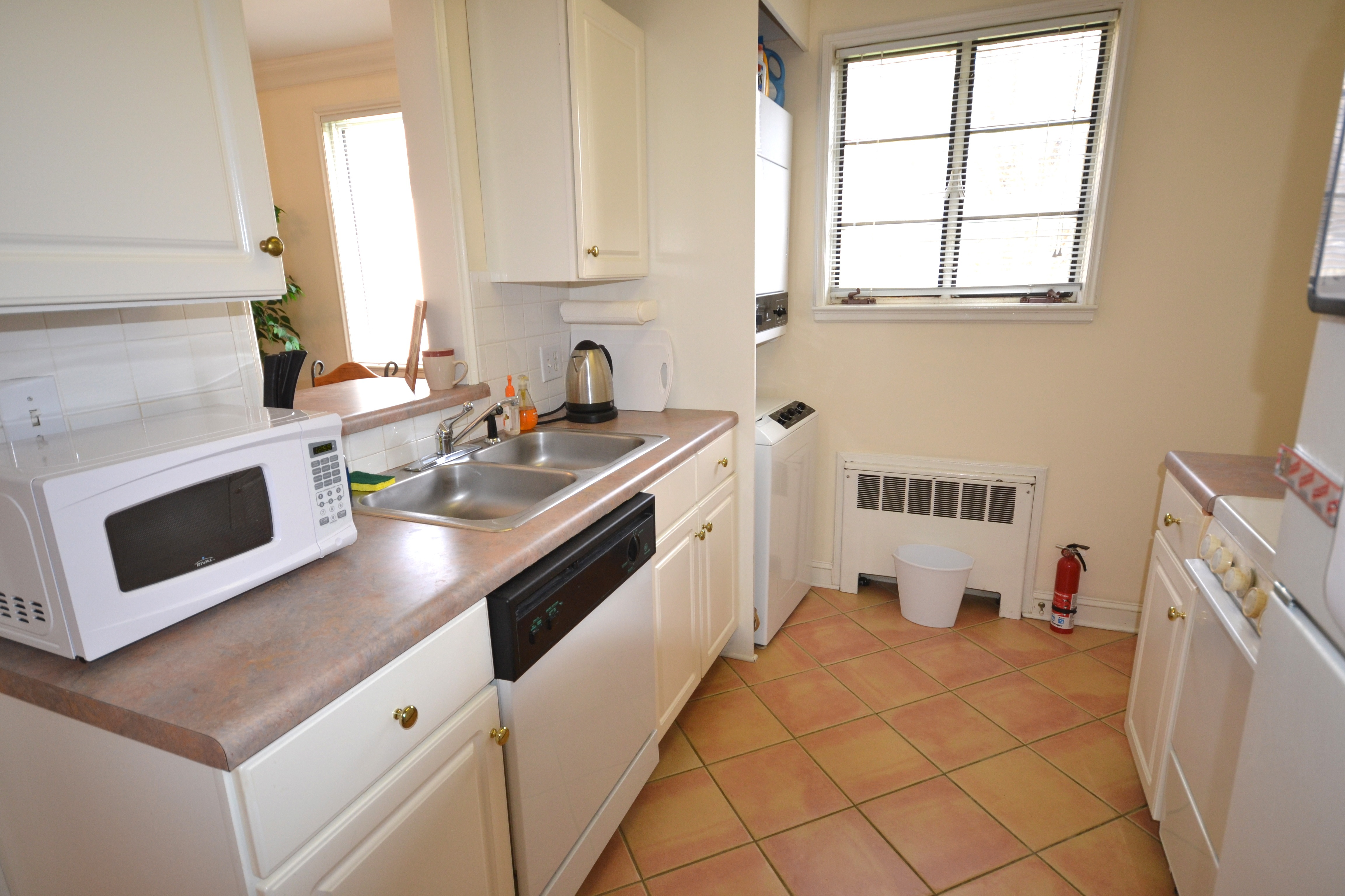 2508 Miller Park Circle- Kitchen with Italian Tile - ClassyRentals com